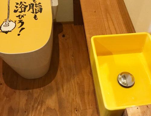 名刺デザインの転用で「男子トイレ衛生問題の解決」